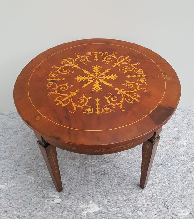 Round side table with beautiful marquetry