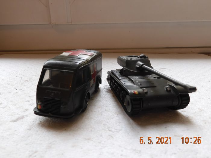 Dinky Toys - 1:43 - Char A.M.X 13 Tonnes 80C - Ambulance Militaire 80F - Made in France -Meccano.