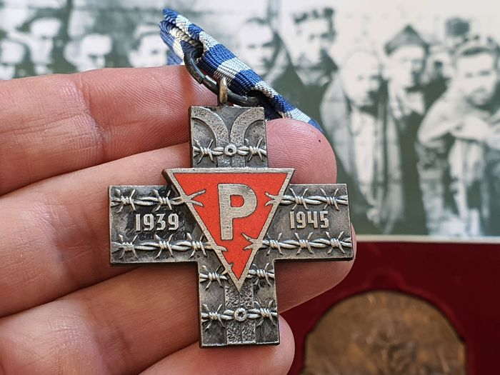 Poland - Auschwitz (Oświęcim), decoration and medal for the surviving prisoners of concentration camps