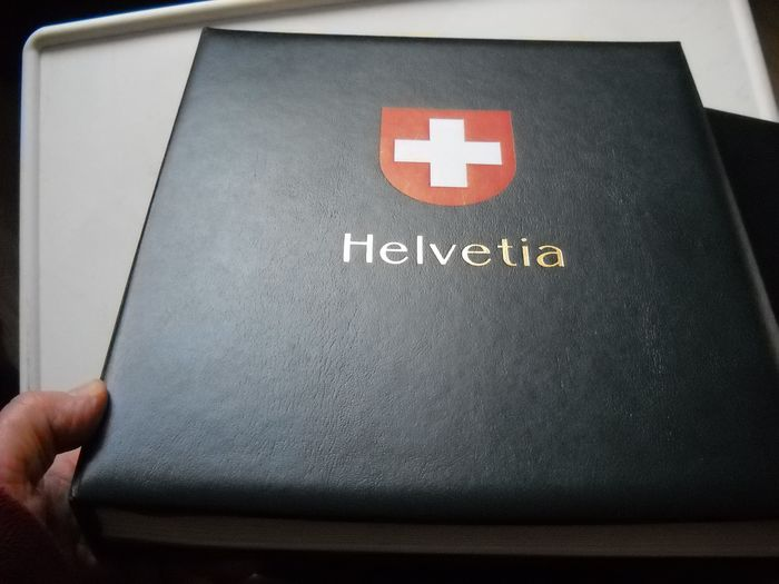 Svizzera 1941/1999 - Collection in album, 1941/96, and one padded Davo Luxe III album.