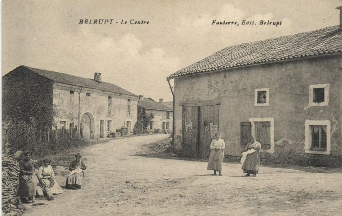 France - Various towns and villages where lively scenes - Postcards (Collection of 161) - 1900-1940