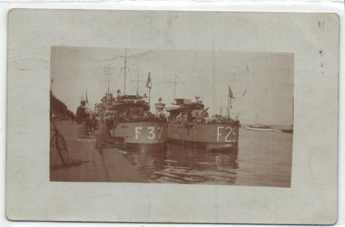 Marine International - Naval ships from various countries, including from U.S.A., GB, Canada, - Postcards (Collection of 48) - 1900-1960