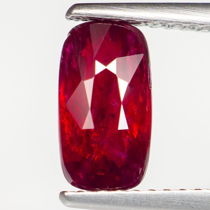"""No Reserve - """"Pigeon Blood"""" Red Ruby - 2.03 ct"""