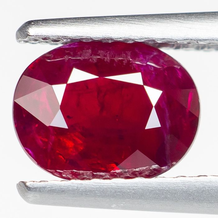 """No Reserve - """"Pigeon Blood"""" Red Ruby - 1.42 ct"""