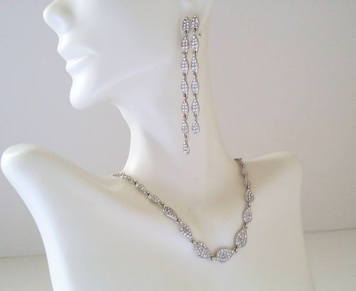 Givenchy - Necklace & Post Earrings Smykkesæt