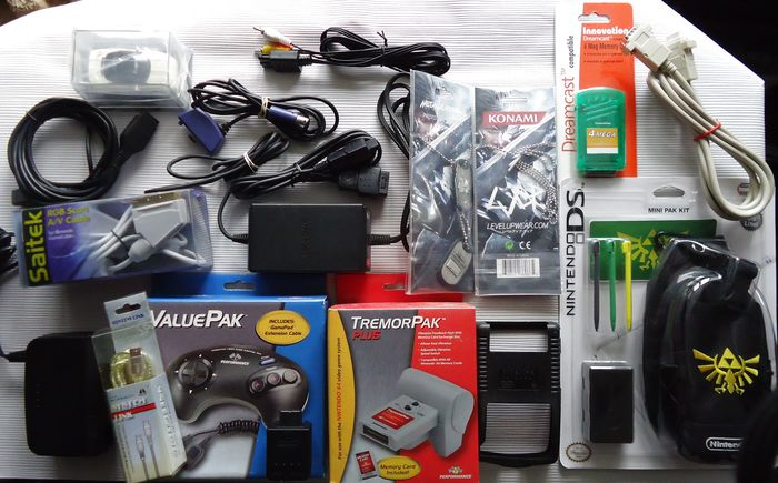 Various brands - Lot of 18 accessories Nintendo 64 , Gamecube and more - Controller, cables, memory card etc. - Senza scatola originale