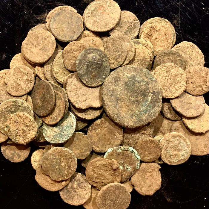 Roman Empire. Large collection of 100 bronze coins,  1st - 4th centuries AD