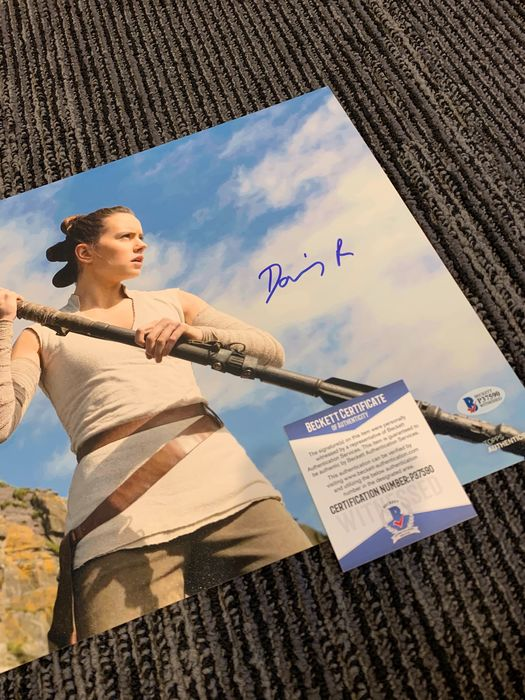 Star Wars Episode VII: The Force Awakens - Daisy Ridley (Rey) - Foto, Handtekening, Signed, with COA