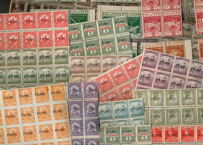 Fiume 1919/1920 - Lot with 464 MNH stamps in units - Michel