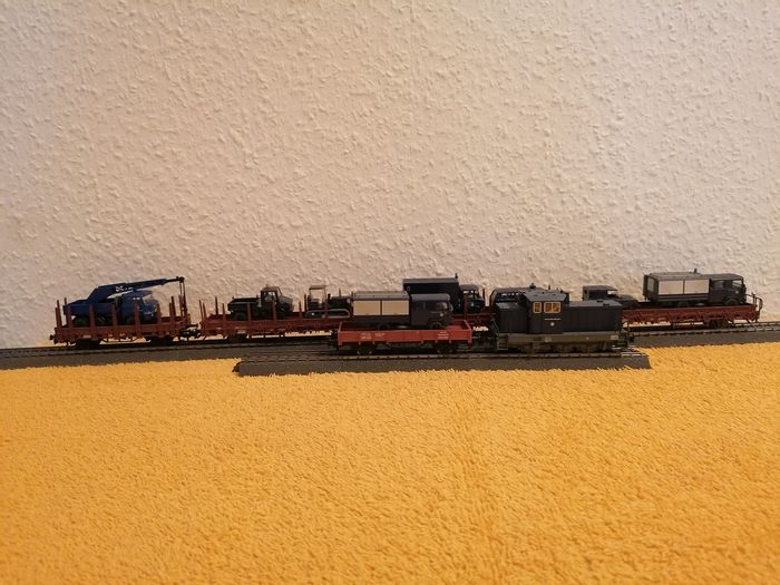 Märklin H0 - Train unit - THW train with 5 wagons loaded with special equipment - DB