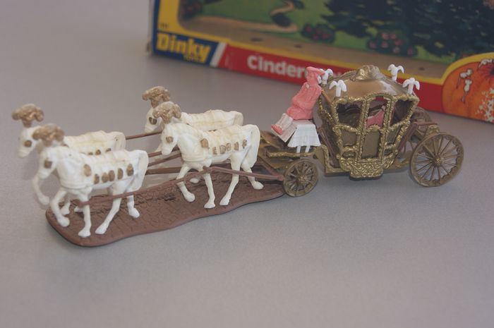 """Dinky Toys - 1:48 - Special Gift Set no.111 - """"CINDERELLA'S Coach"""" - from Film - """"The Slipper and The Rose"""" - In Original Window Box - 1976"""