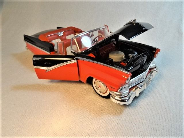 ERTL American Muscle - 1:18 - 1956 Ford Sunliner