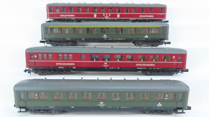 Roco N - 02267A/02268A - Passenger carriage - 4-axle express train passenger cars; 1st/2nd and 2nd class, green and dining car, red - DB