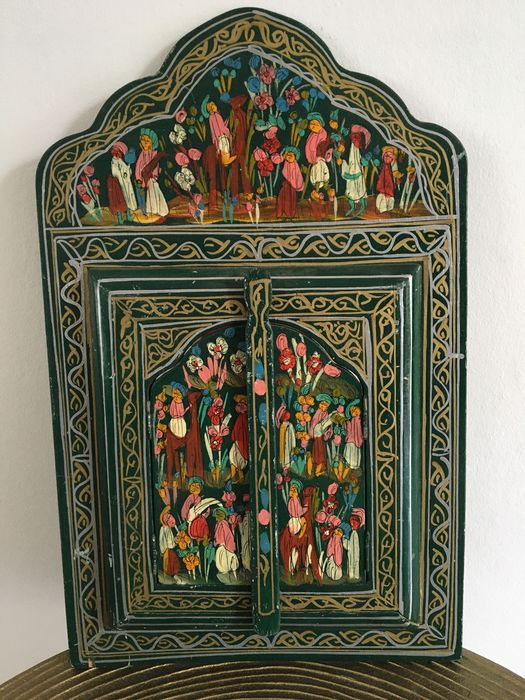 Old Islamic mirror in painted wooden cabinet (1) - Glass, Wood - India - 1925-1935