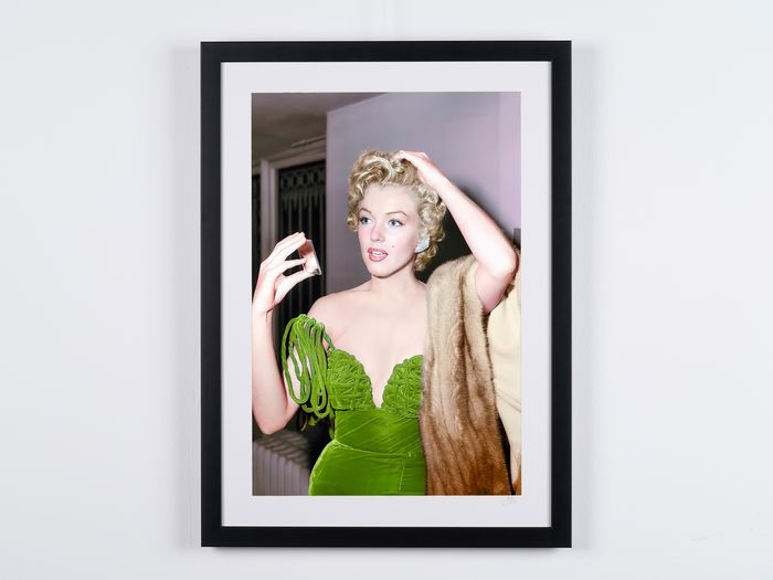 Marilyn Monroe at the Del Mar Club (1951) - Foto, Numbered 02/20 - Serial 15758 - 70X50 cm - Framed, with COA, Hologram and QR Code