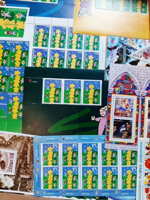 World - 10-kg lot that needs to be sorted, from all over the world, with detached and undetached stamps,