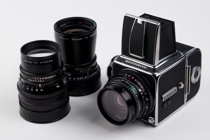 Hasselblad 500c/m + Carl Zeiss 80mm/150mm/50mm + acc.