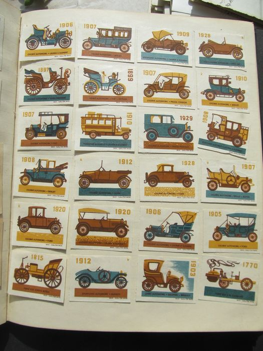 Matchbox (1600) - Large collection of match labels Czechoslovakia etc.