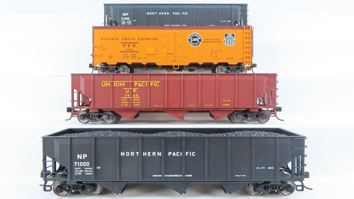 """Trix H0 - 24902-10/24902-17/24902-19/24902-20 - Freight carriage - 1 """"Boxcar"""" and 3 Coal Cars - Northern Pacific, Union Pacific Railroad"""