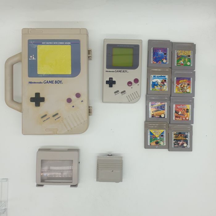 Nintendo DMG-01 1989+Limited Edition Nintendo Carrier Case, Magnifier, Battery Pack - Gameboy Classic +8 games - Nella scatola originale