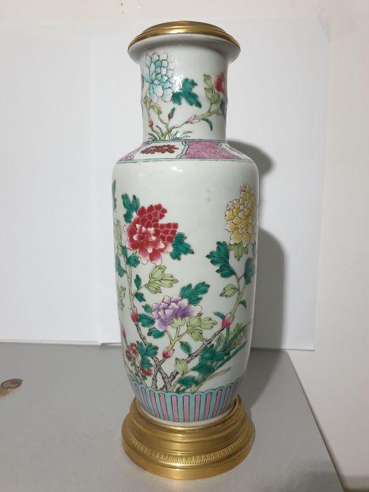 Vase mounted in lamp (1) - Porcelain - Flowers, butterfly - China - 19th century