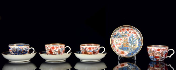 A service of four cups and four saucers (8) - Iron red, Amsterdam Bont - Porcelain - River, islands, boats, trees, pagodas, dwellings. - China - 18th century