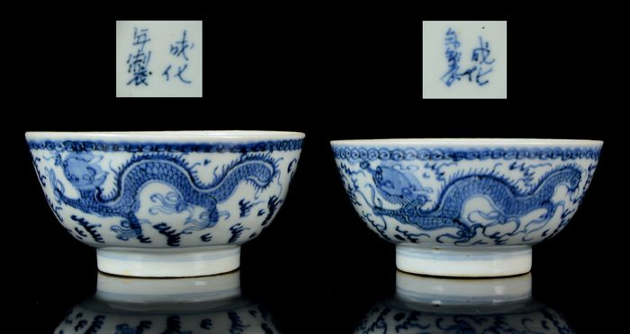 """A pair of Chinese 'Dragon' bowls (2) - Blue and white - Porcelain - """"Dragon bowl"""" - China - Ming Dynasty (1368-1644)"""