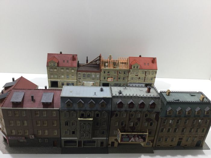 Pola H0 - Scenery - Tall, partly terraced, buildings