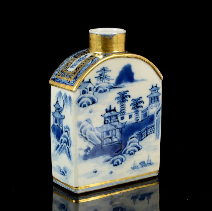 A Chinese gilt tea-caddy - Blue and white - Porcelain - Riverside landscape with pagodas, trees, dwellings, fence, people, islands - China - 18th century
