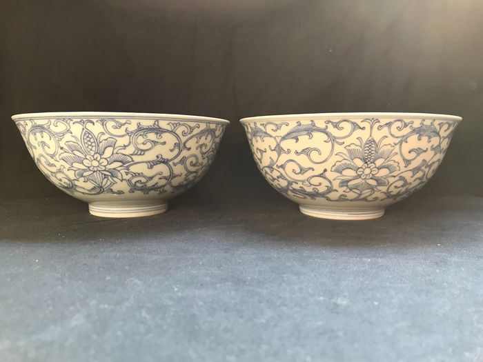 Bowl (2) - Blue and white - Porcelain - Flowers - China - 19th century