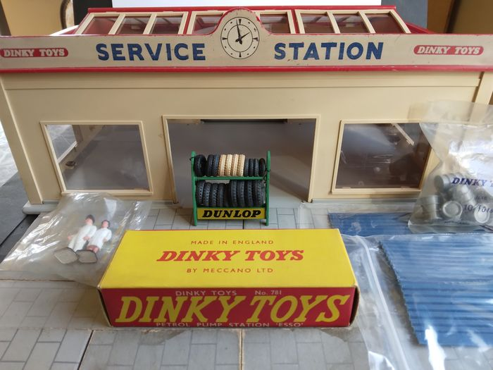 Dinky Toys - 1:48 - No.785 Station Service + 5 accessoires