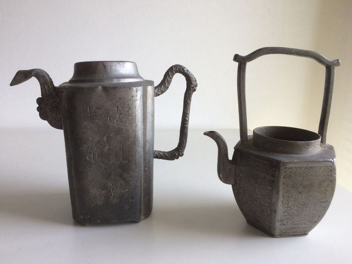 Jugs signed (2) - Pewter - China - 19th century