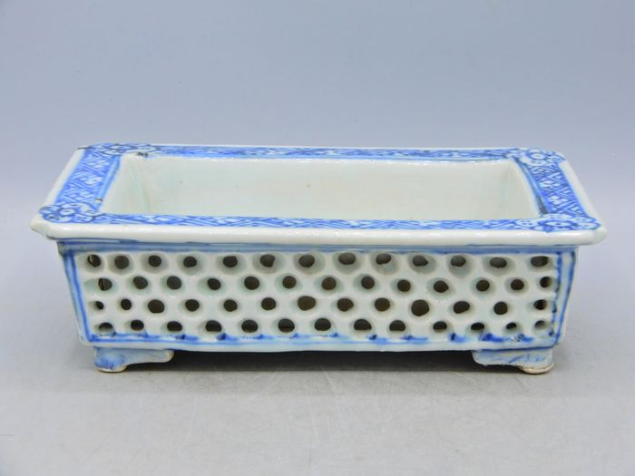 Narcissus planter - Blue and white - Porcelain - China - Qianlong (1736-1795)