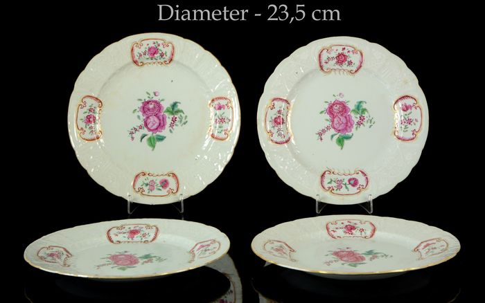 Service of four lobed plates with incised design (4) - Famille rose - Porcelain - Flowers - China - Qianlong (1736-1795)