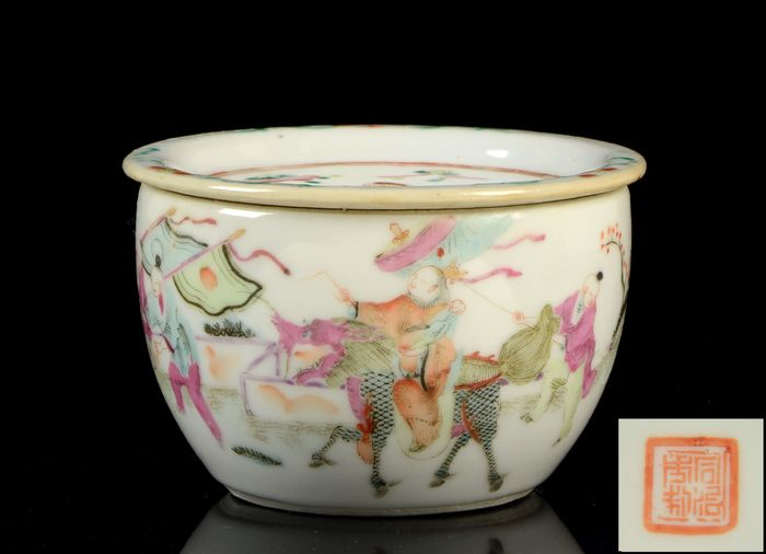 A fine and rare Chinese cricket jar and cover (2) - Famille rose - Porcelain - Ladiy on qilin, trees, fence, flowers - China - Guangxu (1875-1908)