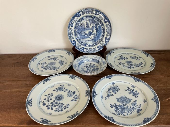 Bowl, Plates (6) - Blue and white - Porcelain - China - Qing Dynasty (1644-1911)
