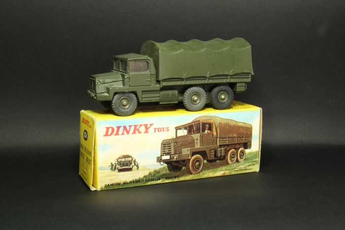 """Dinky Toys - 1:43 - Camion militaire  """"gazelle"""" Berliet - Dinky toys 824"""