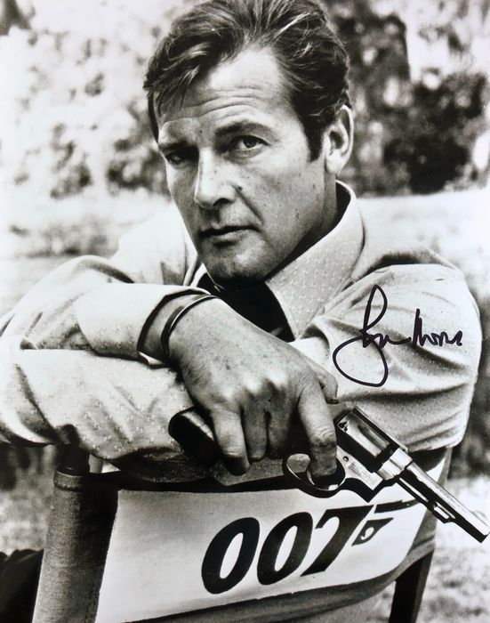 James Bond 007: Live And Let Die - Sir Roger Moore (+) as 007 - Autografo, Foto, Signed with Certified Genuine b´bc holographic COA
