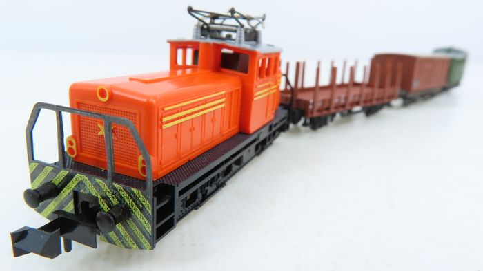 Trix N - 2027 - Train set - 4-piece set with electric Henschel locomotive and various cars - Particulier, DB