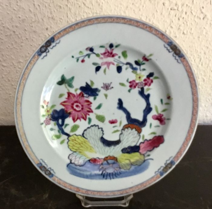 Plate (1) - Famille rose - Porcelain - Flowers - Pseudo Tobacco leaf - China - 18th century