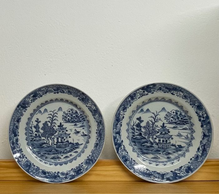 Plate (2) - Blue and white - Porcelain - Pagoda pattern export dishes - China - Qianlong (1736-1795)