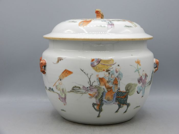 Finely painted porridge pot with figural decoration - Famille rose - Porcelain - China - 19th century