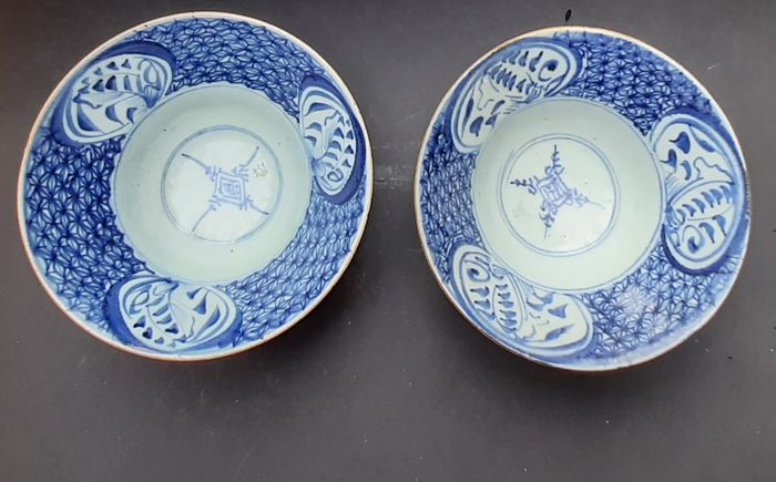 Bowl (2) - Blue and white - Porcelain - 2 Antique Qing Blue & White Porcelain Ogee Shaped Bowls - China - 19th century
