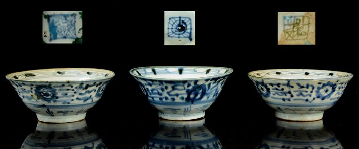 A set of three Chinese bowls (3) - NO RESERVE PRICE - Blue and white - Porcelain - China - Ming Dynasty (1368-1644)