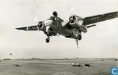 Grumman S-2A Tracker in de landing op vliegdekschip Karel Doorman