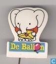 De Ballon (elephant with letter)