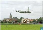 nr. 1. Lockheed P-3C neemt afscheid van vliegkamp Valkenburg met low pass