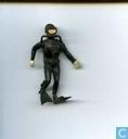 Plongeur avec jambe pliée