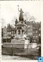 26 - Nieuwe Markt met monument 1872 (maagd van Holland)