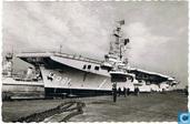 Vliegdekschip Karel Doorman aan de wal